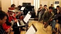 特聘萨克斯专家李中原发起创建西安首支爵士乐团—西安BURST  Big band  JAZZ 爵士乐团排练中
