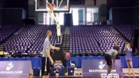 美国大学篮球扣篮大赛赛前变态扣篮热身集锦1篮球教学视频