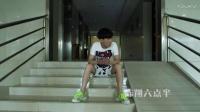 陈翔六点半2017_ 土豪犯二当街狂洒人民币