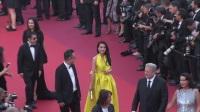 现场:全娱乐直击70届戛纳国际电影节红毯 舒淇金黄长裙亮相俏皮比剪刀手