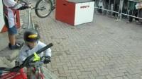 國外小朋友騎行KOKUA的視頻  Jackson g3