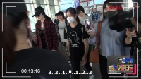 现场:潮人杨幂现身机场 超长美腿走女霸总路线  已传