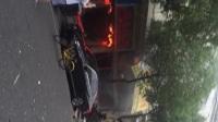 南京一龙虾店清晨发生爆燃现场一片狼藉道路封锁