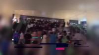 [娱乐]八卦:杨幂济南路演场面失控 被人群包围离开需双手攀爬