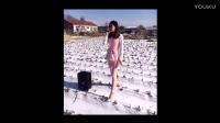 东北搞笑视频:趁老婆听歌不注意骂老婆,笑得肚子疼!.mp4