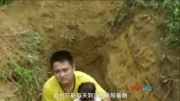 父亲给2岁重病女儿挖坟:等待死亡