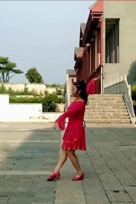 洛阳菲菲广场舞《月亮天上飘》教学版简单易学