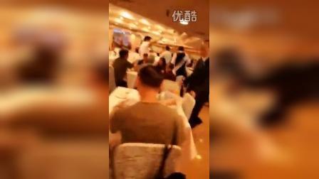 香港泛民被愛國愛港人士狂罵,尷尬遁走。