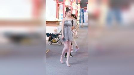 街拍:腿又长又白的小姐姐,女生看了也会羡慕