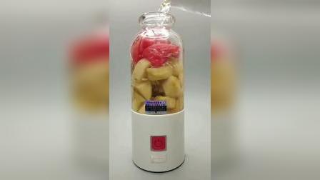 番茄有美白和抗衰老的作用,可以提供较多的维c,搭配苹果榨汁还有瘦身的功效,减肥,排毒养颜
