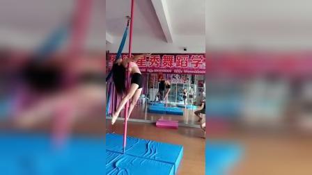 香港星秀日常上课技巧钢管舞视频  186*80098100