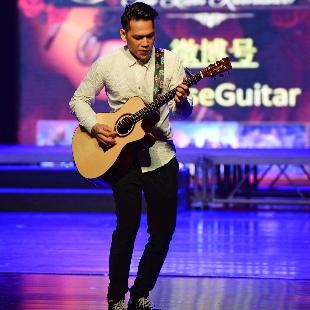 兰海鹏会弹吉他