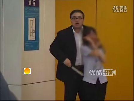 [拍客]实拍北京地铁男子持刀劫持女安检员被击毙现场