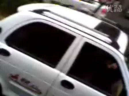 贵阳街头惊现QQ三轮车