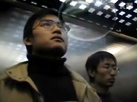 电梯里(一个尴尬的故事)