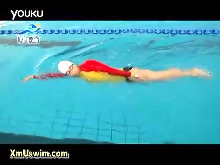 侧泳示范 水上救生