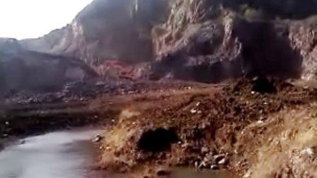 鞍山千山区安监局公开盗采国家矿山资源视频3